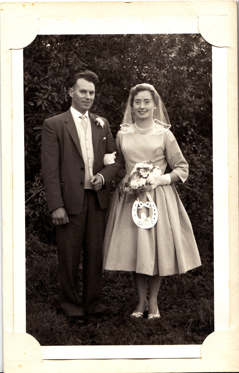 Mam a Dad ar eu diwrnod priodas - Mum and Dad on their wedding day
