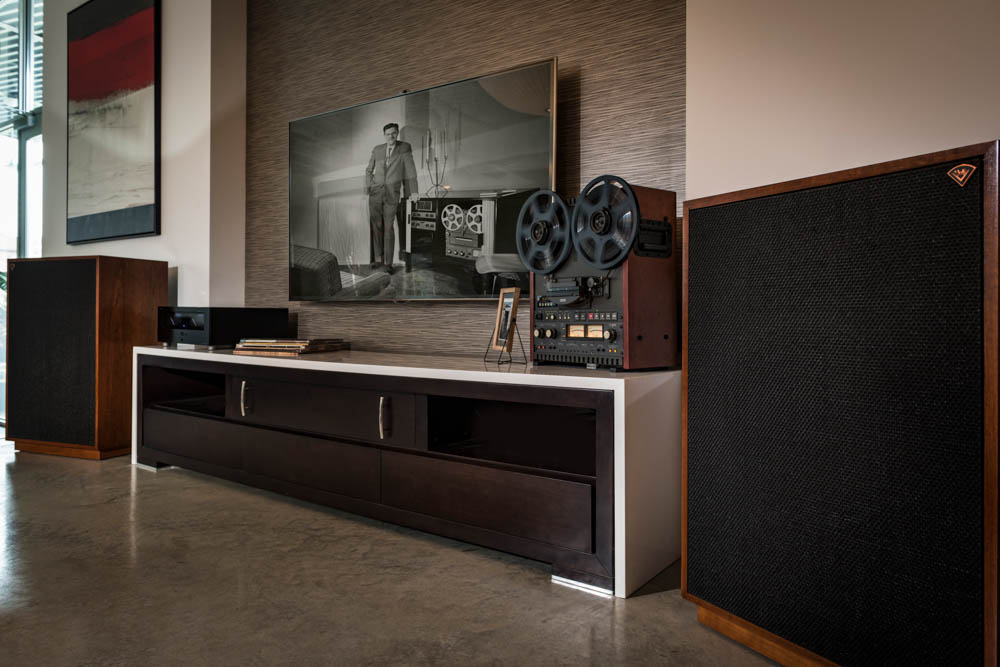 Houston-Audio_Klipsch_Heritage_Classic_Cornwall_lifestyle9.jpg