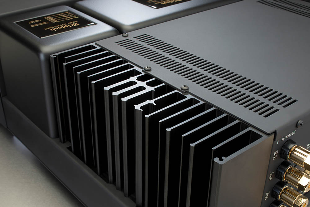 Houston-Audio_MAC7200+Monogrammed+Heatsink.jpg