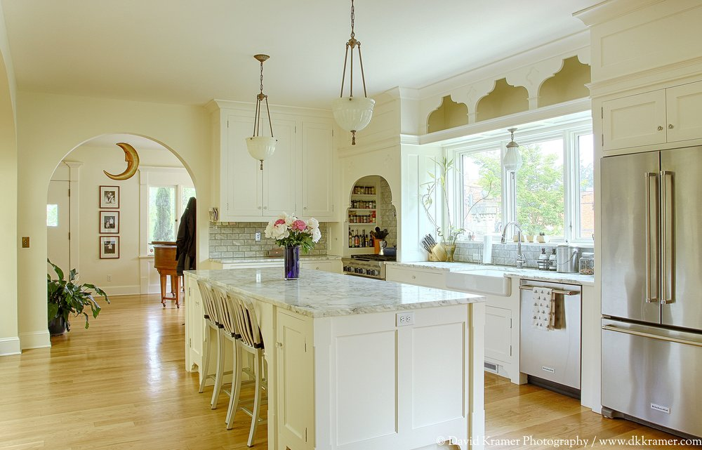 07 LNA-MarkhamHouse-Kitchen1-DKPhoto-Final.jpg
