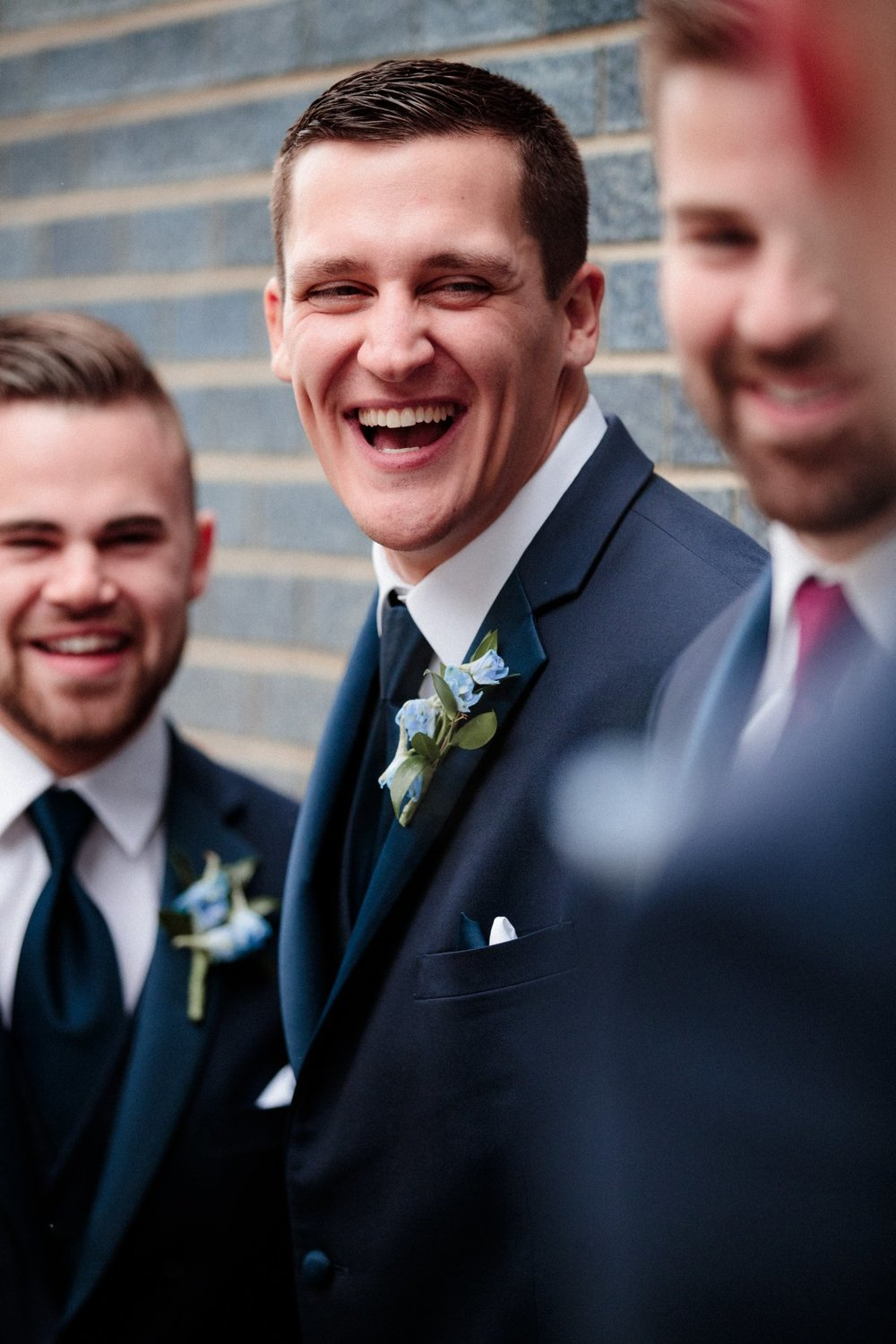 Groomsmen pictures ideas and posing
