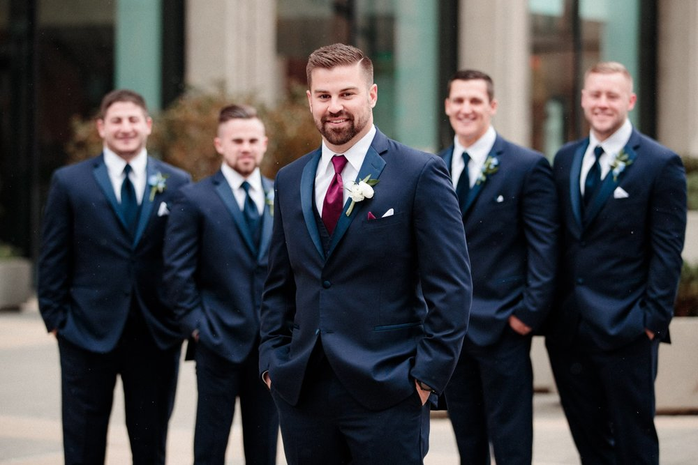 Groomsmen poses and ideas for wedding photographers
