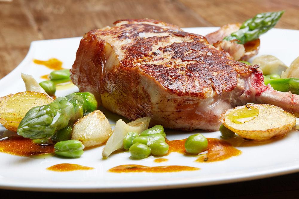 Cote de veau aux petits legumes - Photographe culinaire