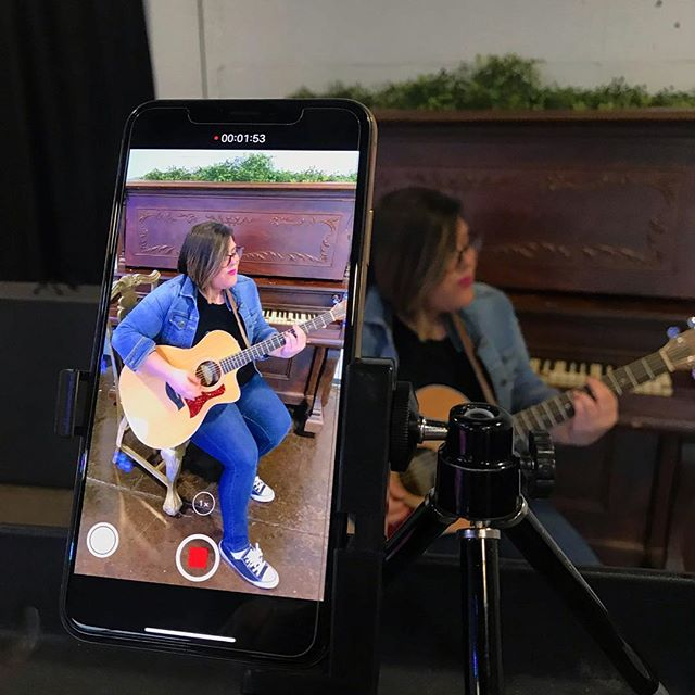 A little behind the scenes action of our ~Simple Socials~ video shoot with @michellemusicto .  Content doesn't always have to be complicated! You just need a good director, great talent, and some creative rigging.  #keepitsimple  #contentcreator #iphonex #zoomaudio #behindthescenes #singersongwriter #videoshoot