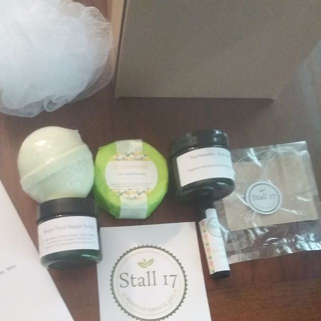 I love packaging up a #horseshowrecoverykit knowing that it's going out to an excited new customer! This one I'm packing up is the Original kit, which includes a bath bomb of your choice, sweet feed sugar scrub, an aromatherapy shower disc for your horse, a sample of pure loose leaf green tea, four unbleached tea bags, lip recovery balm, a plush white bath pouf, and a Stall 17 logo sticker! Everything you need to recover after a rough or long show.  Available in three different sizes--mini, original (shown), and deluxe--you can grab yours today! Limited quantities available. #stall17summer  #stall17 #stall17equine #spaday #bathbomb #sugarscrub #pampered #tea #looseleaf #horsemomlife #horselife #horselove #equinelove #shopsmall #smallbusiness #handmade #horseshow #equinebusiness #communityovercompetition