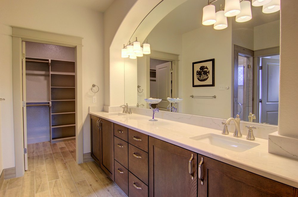 Master Bathroom (2).jpg