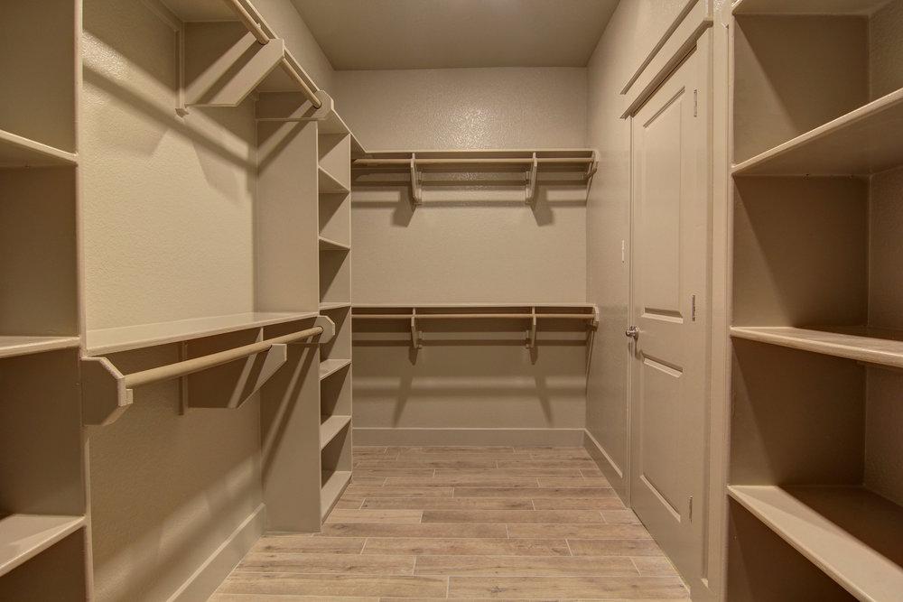 Master Closet (1).jpg