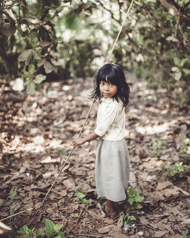 """the magical girl in cambodia.✨ SWIPE for the AFTER & BEFORE. -edited with the """"P_ALLROUNDER_MOODY"""" PRESET from my Lightroom preset """"PEOPLE COLLECTION.  get it now for 24% off- link in bio.🐒"""