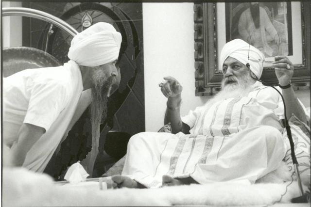 Guru-Singh-Yogi-Bhajan.jpg