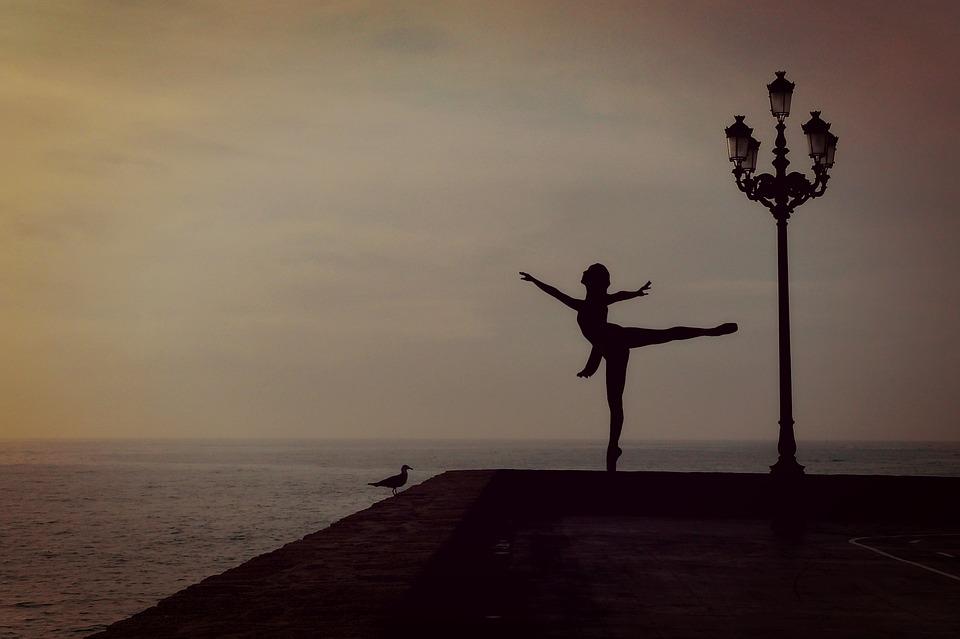 dancer-1489686_960_720.jpg