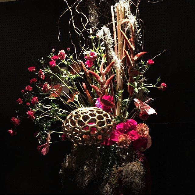 Our arrangement @nashlawnandgarden #nashvillelawnandgardenshow #coppershades #ikebana #electricflora615