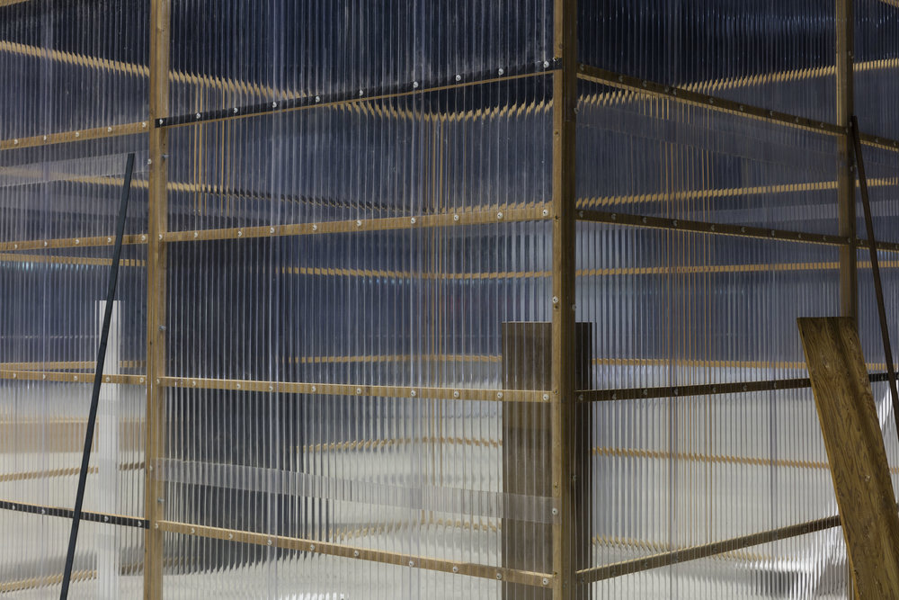 Concealed and Enclosed Surroundings ,1997 [detail] 包囲周閉 ( Hōi Shūhei ) Wood, paint, metal bars, corrugated metal, corrugated plastic 250 x 340 x 340 centimeters Installation view, Kishio Suga: Situations , Pirelli HangarBicocca, Milan, 2016 Photo: Agostino Osio; Courtesy Pirelli HangarBicocca, Milan