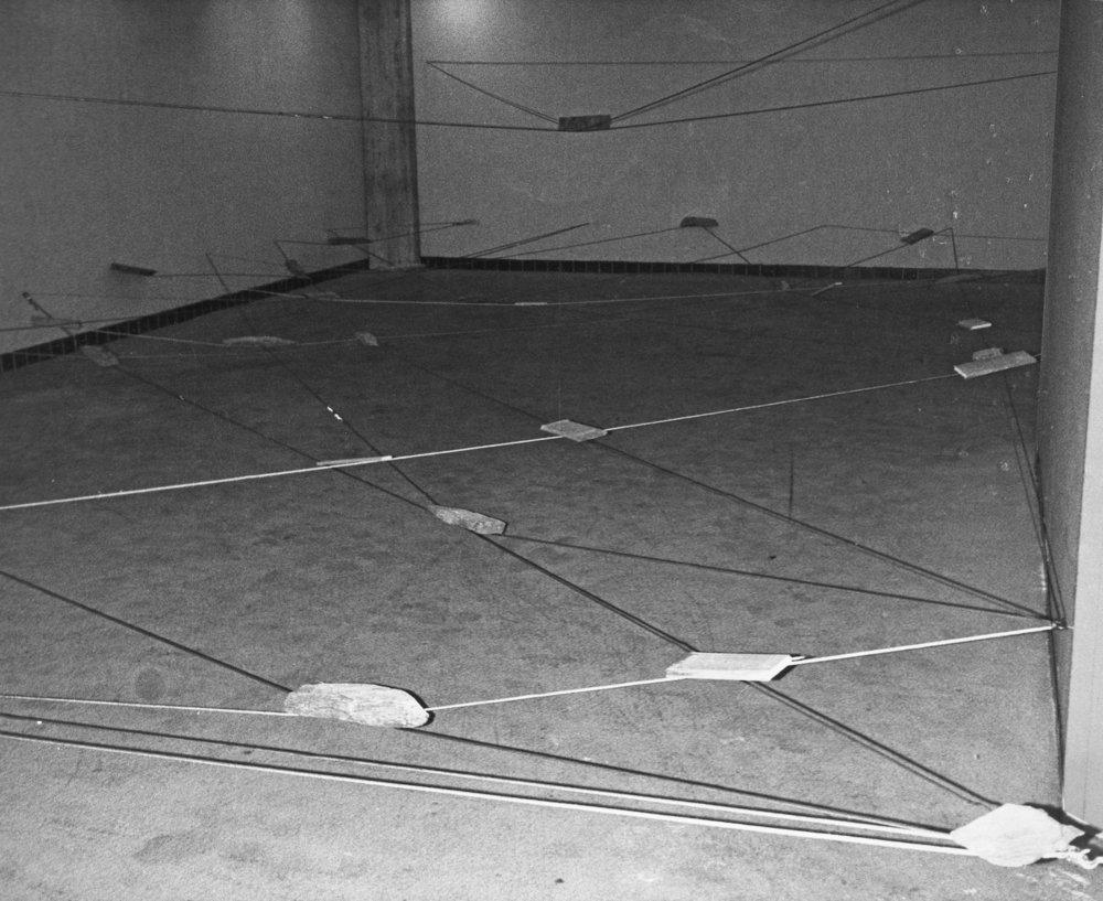 Left-Behind Situation , 1972 捨置状況 ( Shachi Jōkyō ) Wood, stone, wire rope 1400 x 780 x 300 cm Installation view at Kinokuniya Gallery, Tokyo, 1972 Photo: Kishio Suga