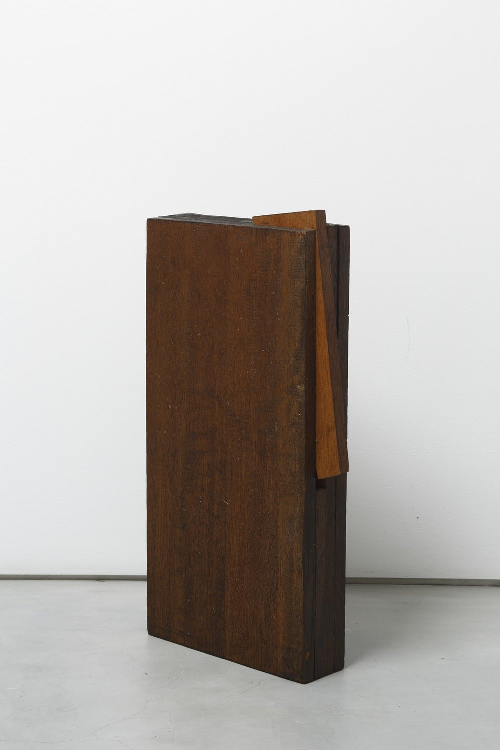 Kishio Suga  Detached Space on the Edge,  1980 辺の離空 ( Hen no Rikū ) Wood, varnish19 3/4 x 10 3/4 x 2 3/4 inches 50.2 x 27 x 7 centimeters