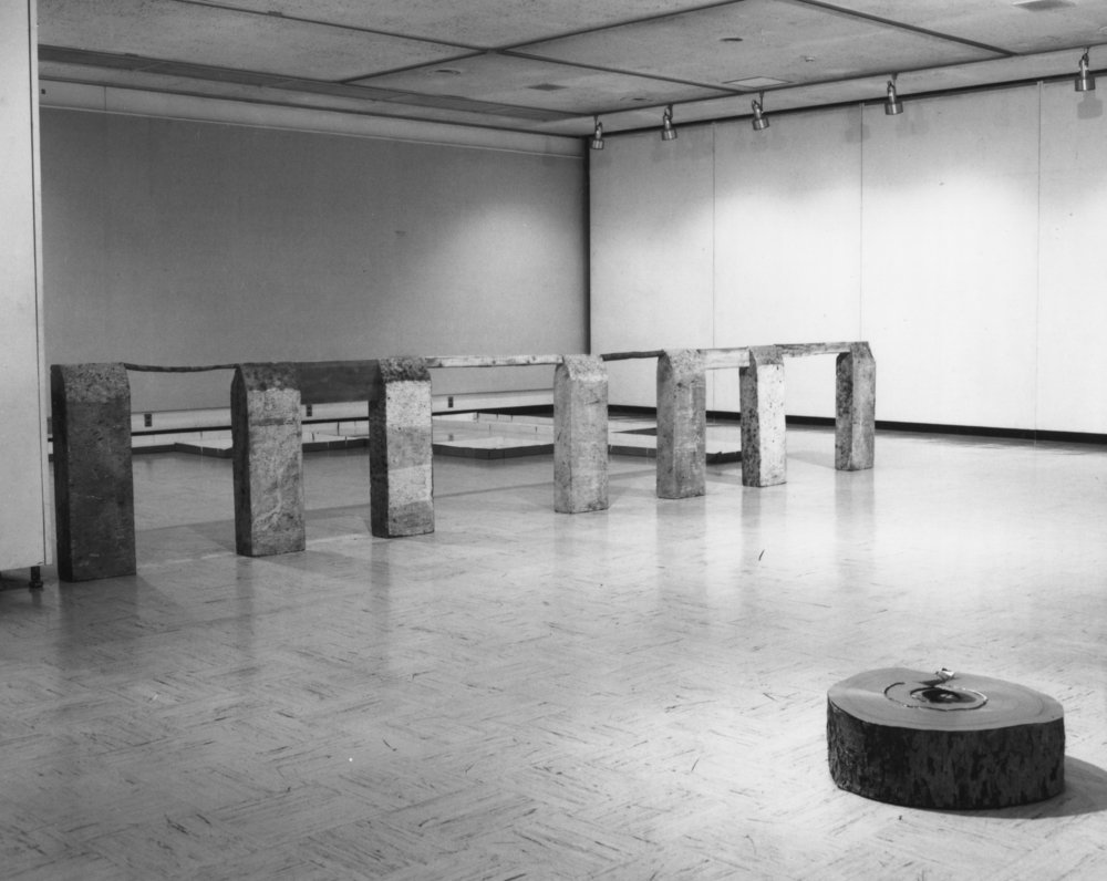 Perimeter , 1985 縁帯 ( Entai ) Oya stone, wood 930 x 90 x 15 centimeters Installation view,  The 21st Artists Today '85: When Installations Become Form , Yokohama Civic Art Gallery, 1985 Photo: Kishio Suga