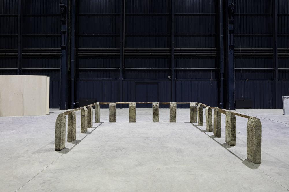 Perimeter , 1985/1989 縁帯 ( Entai ) Oya stone, wood Dimensions variable Installation view, Kishio Suga: Situations , Pirelli HangarBicocca, Milan, 2016 Photo: Agostino Osio; Courtesy Pirelli HangarBicocca, Milan