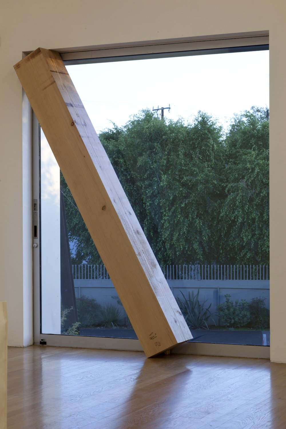 Infinite Situation I (window) , 1970/2012 無限状況 I (窓) ( M  ugen Jōkyō I [Mado])  Douglas fir, window, landscape Beam: 103 x 11 1/2 x 11 1/2 inches (261.6 x 29.2 x 29.2 centimeters) Installed dimensions variable Installation view,  Requiem for the Sun: The Art of Mono-ha  at Blum & Poe, Los Angeles, 2012 Courtesy Blum & Poe, Los Angeles / New York / Tokyo