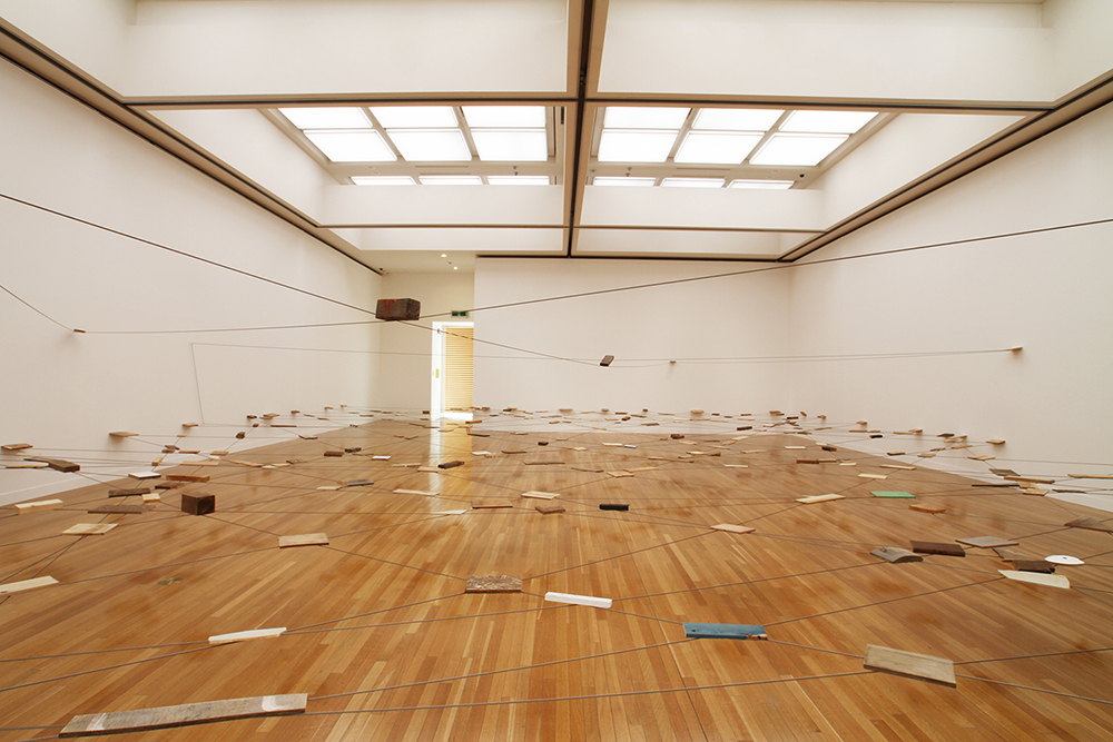 Left-Behind Situation , 1972/2015 捨置状況 ( Shachi Jōkyō ) Wood, stone, wire rope Dimensions variable Installation view,  Kishio Suga: Situated Latency , Museum of Contemporary Art, Tokyo, 2013 Photo: Tsuyoshi Satoh