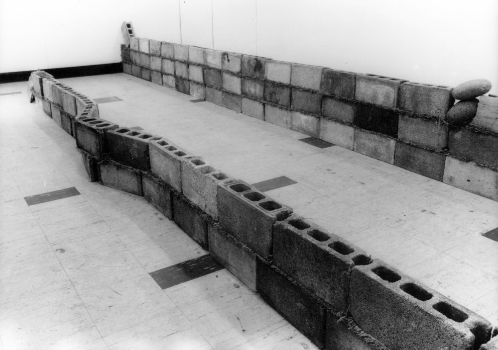 Units of Dependency , 1974 依存位 ( Izon'i ) Concrete blocks, grass Dimensions variable Installation view, Tamura Gallery, Tokyo, 1974 Photo: Kishio Suga