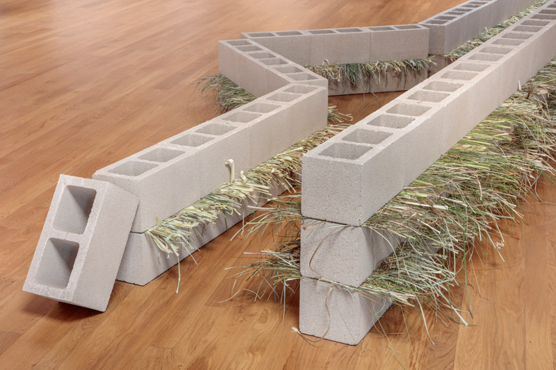 Units of Dependency , 1974/2017 依存位 ( Izon'i ) Concrete blocks, grass Dimensions variable Installation view, Blum & Poe, Los Angeles, 2017 Photo: Joshua White/JWPictures.com Courtesy Blum & Poe, Los Angeles / New York / Tokyo