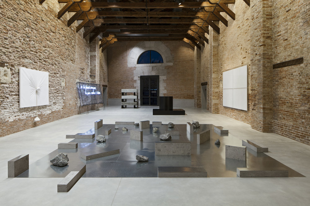 Gap of the Entrance to the Space , 1979/2013 界入差 ( Kainyūsa ) Zinc plates, stones Dimensions variable Installation view,  Prima Materia , Punta della Dogana, Venice, Italy, 2013 Courtesy Punta della Dogana, Venice, Italy