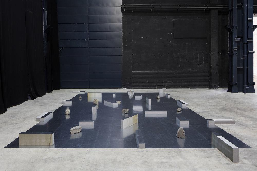 Gap of the Entrance to the Space , 1979/2016 界入差 ( Kainyūsa ) Zinc plates, stones 30 x 995 x 718 cm Installation view, Kishio Suga: Situations , Pirelli HangarBicocca, Milan, 2016 Photo: Agostino Osio; Courtesy Pirelli HangarBicocca, Milan
