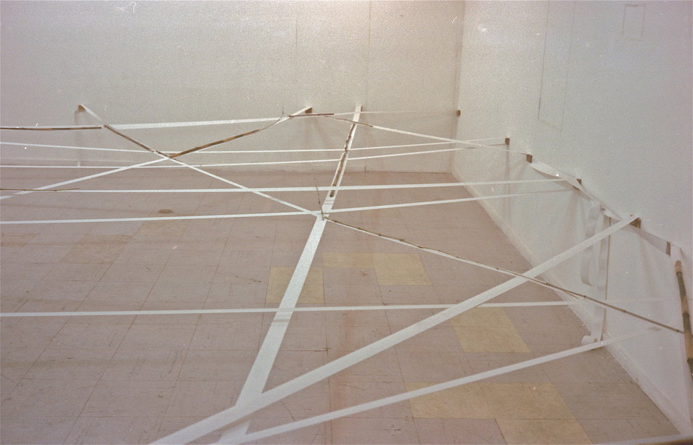 Spatial Discrepancy , 1976 界差 ( Kaisa ) Elastic fabric, bamboo Dimensions variable Installation view, Maki Gallery, Tokyo,1976 Photo: Yoshiteru Kawasaki
