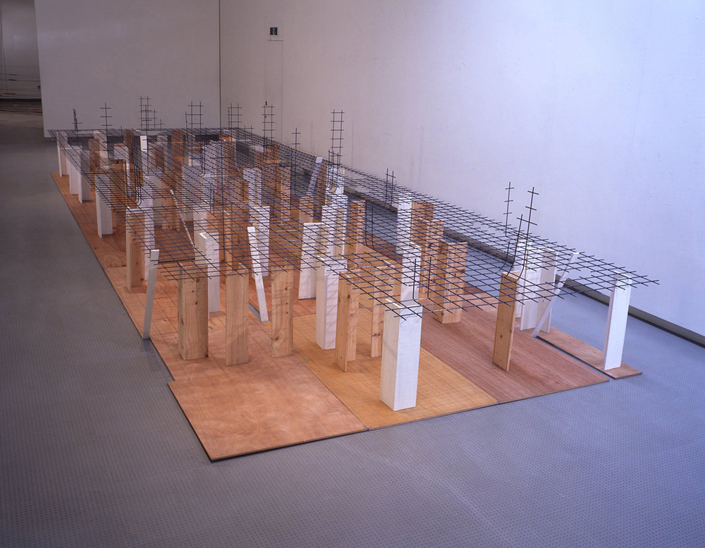 Disseminating Territory , 1996 領域を敷く ( Ryōiki wo Shiku ) Wood, paint, wire mesh 153 x 300 x 900 cm Installation view,  Kishio Suga , Hiroshima City Museum of Contemporary Art, Hiroshima, 1997 Courtesy Hiroshima City Museum of Contemporary Art