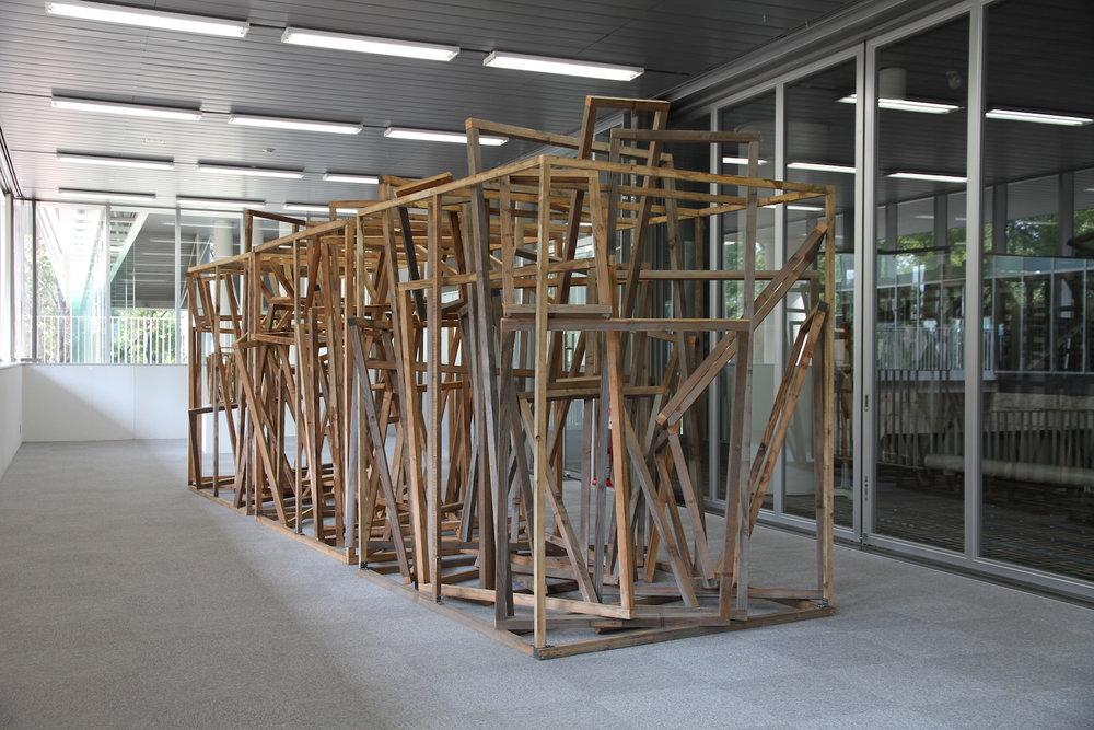 Dispersed Combination , 2004 散合体 ( Sangōtai ) Wood 230 x 526 x 228 cm Installation view, Raiosha Gallery, Hiyoshi Campus,Keio University, 2011 Photo: Tsuyoshi Satoh