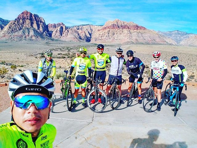 Sun is shining and the weather is easy. ☀️🤙Great ride with LT and the @702shifters. . . . . .  #nomoreghostbikes #lasvegas #cycling #cyclingshots #3ftforpete #ridesafe #bicycles #saferoads #sharetheroad #cyclingsafety #cyclingawareness #roads #community #communitysports #redbootsforkyra #stbaldricks #beatcancer #fueltalk