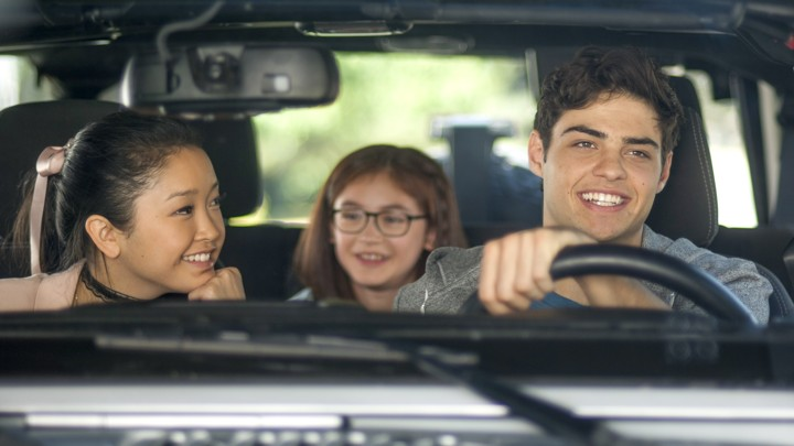 Protagonist Laura Jean (Lana Condor), her younger sister Kitty (Anna Cathcart), and love interest Peter (Noah Centineo).