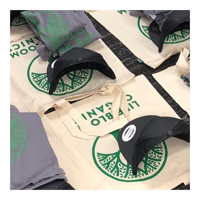 💚 S W A G 💚 We're big nerds about production - only the best organic cotton totes and tees for @lifebloomorganics ✌️