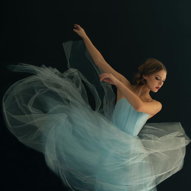 PORTRAIT OF A DANCER Coming January 2019 . I'm so excited to be offering incredible Dance Portraits this coming January.  There is always dance photos but they are incomparable to stunning, magazine-style Dance Portraits. . This week only we are offering a DOUBLE value gift cards. Purchase a gift card and receive double its value - dates to be booked for 2019. {Min purchase $250}  Call or text to purchase 605.789.5965 . Portraits @tarra_lee_photography  Talented HMUA @makeupbyallylynn_  Incredible Dancer @devynargue from @panoramadance studio . #beautiful #dancer #ballet #balletdancer #dance #dancelife #pointe #magazine #style #portraits #pointeballet #portraitphotography #studio #portraitofadancer #dancemagme #vancouver #surrey #photograohy #langleyphotographer #vancouverphotography #tarraleephotography #existinphotos
