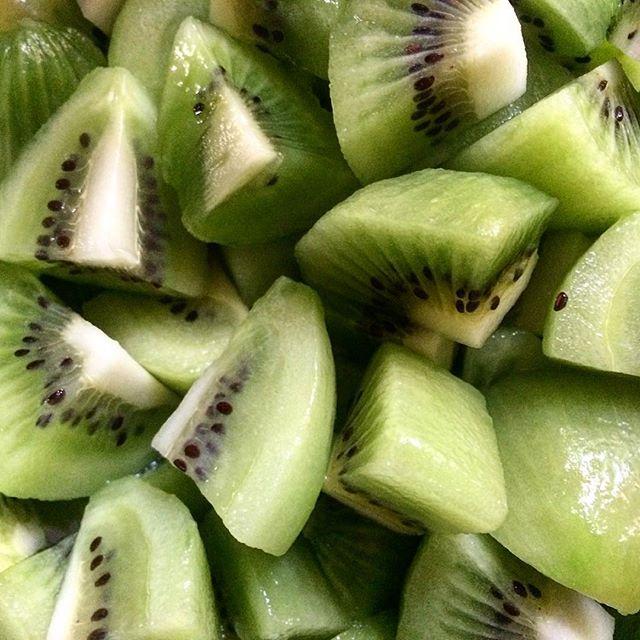 Some beautiful kiwi for breakfast today. #vegan #fruitarian #eeeeeats #plantbased #poweredbyplants