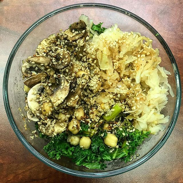 I wasn't lying when I said I eat a kale bowl everyday. This time, with mushrooms! #bowloftheday #buddhabowl #veganeats #poweredbyplants #eatyourgreens #plantbased #vegan #lunchbreak