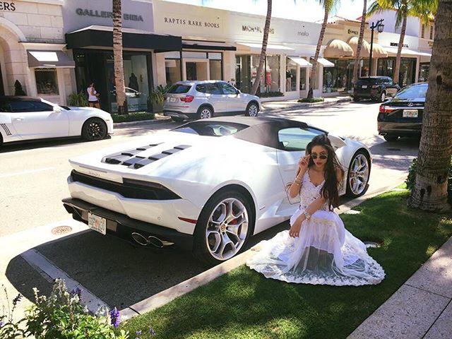 #flashbackfriday to Worth Avenue Vibes. 😎💖 • • • • • • • • • • • • • • #blogger #youtuber #model  #fashionista #southflorida #may  #2018 #glam #fashion #fun  #diamondgirl #classy #iconic #girlboss #luxelife #influencer #positivevibes #htblogger  #bloggerunion #ftlbloggers #stylehaulfam #promomodel