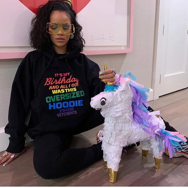 """It was my birthday and all I got was this oversized hoodie."" 🦄 How cool is Rihanna?"