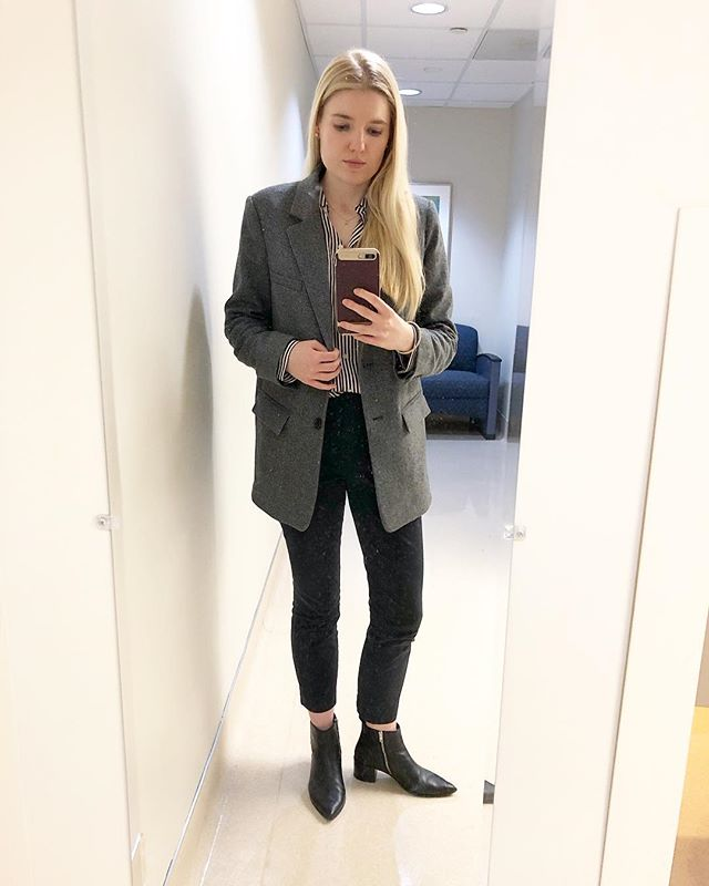 #ootd *Everlane oversized blazer *Everlane work pant *Everlane relaxed silk shirt *Everlane boss boot . . . . . #neutralstyle #parisianstyle #neutralstyle #springstyle #consciousstyle #discoverunder10k #choosewell #frenchstyle #lookdujour #fashion #outfitoftheday #lookoftheday #minimalist #minimalstyle #workwear #buylessbuybetter #parisianvibes #minimaloutfit #sustainablestyle #sustainablefashion #slowfashionmovement #slowfashion #neutrals #minimaloutfit #nordicstyle #brooksbasics #basics #instapic #outfit