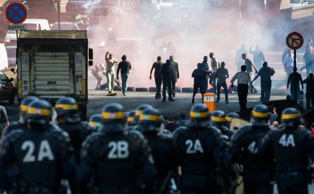 Các lái xe taxi ở Paris hồi tháng trước đã đụng độ với cảnh sát trong một cuộc biểu tình chống lại dịch vụ giá rẻ của Uber là UberPop.