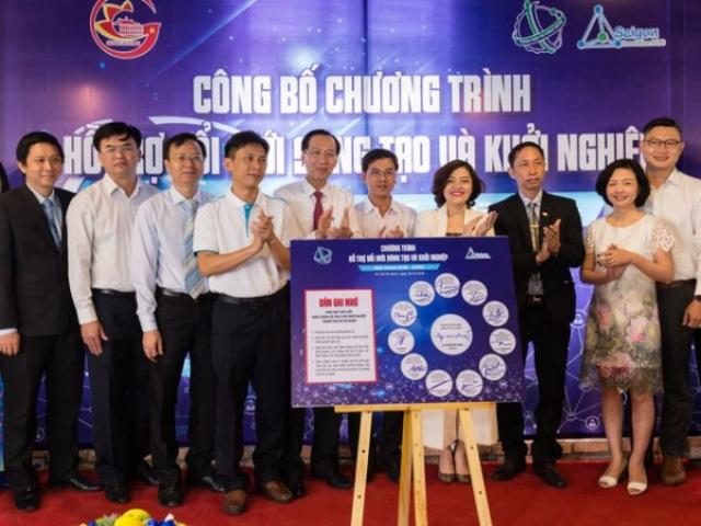 Lãnh đạo UBND TP.HCM và Sở KHCN Thành phố chứng kiến nghi thức ký kết Bản ghi nhớ phối hợp thúc đẩy hình thành hệ sinh thái khởi nghiệp được tổ chức hồi cuối tháng 12/2016 - Ảnh: Kim Hoàn.