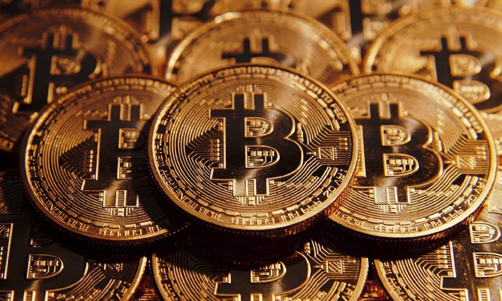 100 USD bitcoin năm 2010 bằng 72 triệu USD hiện tại -