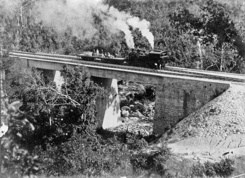 Tuyến tàu lửa Đà Lạt - Tháp Chàm được thi công năm 1908 nối tỉnh Lâm Đồng và Ninh Thuận. Sau 24 năm xây dựng, toàn tuyến dài 84 km hoàn thành và đưa vào hoạt động