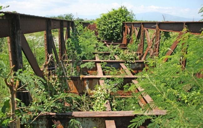 Tuyến đường sắt chạy qua cây cầu Tân Mỹ, tỉnh Ninh Thuận bắc qua sông Cái ngày nay.