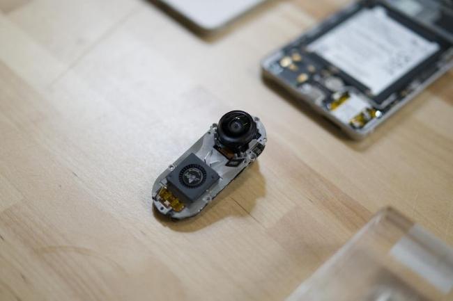 Nguyên mẫu phụ kiện camera gắn vào Essential Phone