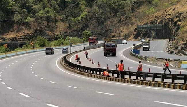 580034-mumbai-pune-expressway-1504271023647.jpg