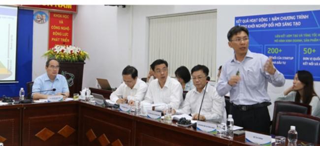 Ông Nguyễn Việt Dũng báo cáo tình hình hoạt động hỗ trợ doanh nghiệp đổi mới sáng tạo trên địa bàn TP HCM.