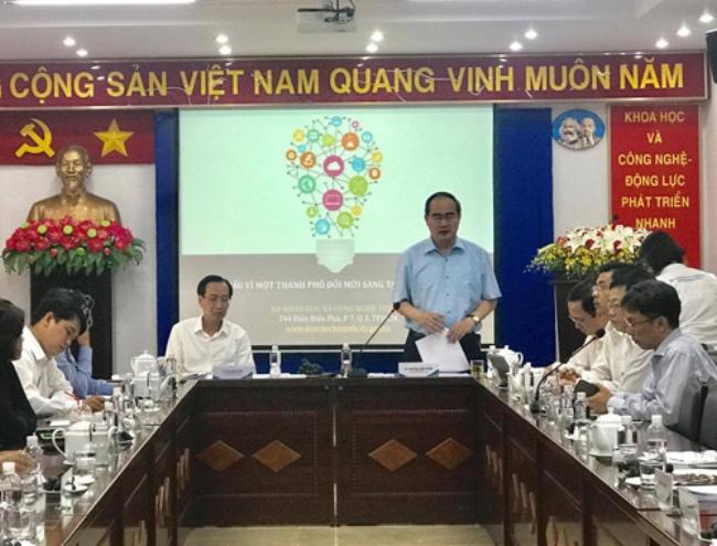 Bí thư Thành ủy Nguyễn Thiện Nhân phát biểu tại buổi làm việc