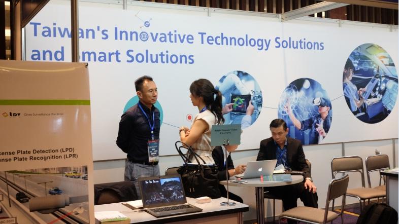 Diễn đàn Cấp cao Công nghệ thông tin - Truyền thông Việt Nam 2017 (Vietnam ICT Summit) vừa được tổ chức vào ngày 6/9/2017. Tại đây, các doanh nghiệp Việt Nam đã đem tới không ít những sản phẩm công nghệ mới mang đầy tính đột phá.