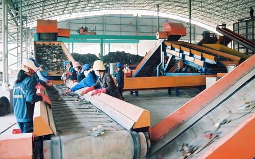 Việc đầu tư các nhà máy xử lý, tái chế rác thải thành nguồn năng lượng là yêu cầu cấp thiết. Ảnh: Phương Dung