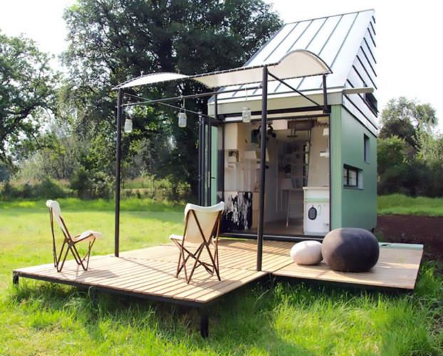 POD-Idlada: Ngôi nhà là một cấu trúc đúc sẵn, có thể vận chuyển tại địa hình bằng phẳng để lắp ráp. Ngôi nhà rộng khoảng 17m2, sử dụng năng lượng mặt trời, và được lắp ráp nên có thể mở rộng nếu cần thiết. Trần nhà khá cao khiến ngôi nhà rộng rãi hơn.